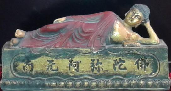 Bild på Buddha-staty med texten na-mo-o-mi-to-fo