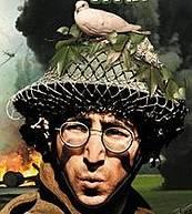Bild på John Lennon i stridshjälm med fredsduva på