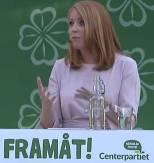 """Bild på Annie Lööf i Almedalen med Centerpartiets slogan """"Framåt!"""""""