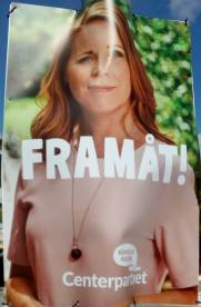Bild på Annie Lööf med texten Framåt