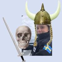 En leende Greta Thunberg med vikningahjälm, svärd och döskalle.
