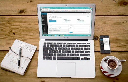 Bild på Laptop med WordPress kontrollpanel på skärmen