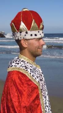 Bild på Martin i kungakrona och kungamantel